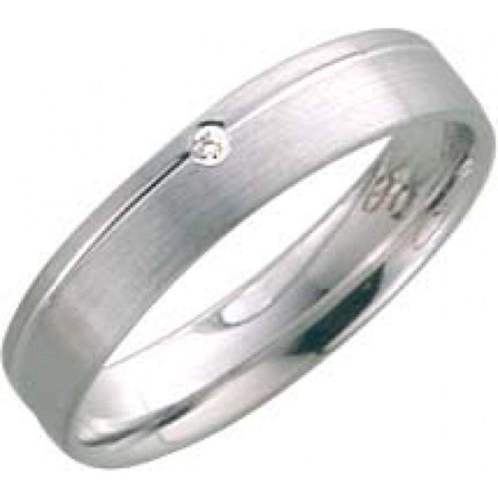 Trauring / Ehering aus Weißgold 333/- (8 Karat), besetzt mit einem Brillanten 0,01 ct W/SI, Breite 4,0mm, Stärke 1,2 mm. Jede Liebesgeschichte ist einzigartig, deshalb helfen wir Ihnen gerne Ihr persönliches und individuelles Design zu gestalten. Jeden Tr