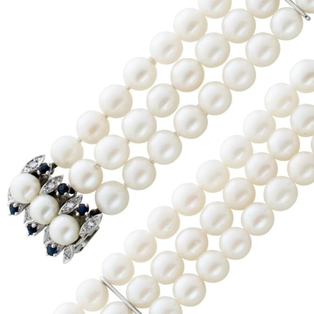 3-reihiges antikes um 1970 weißes Japanisches Akoyaperlenarmband Weißgold 585 Diamanten blauen Saphiren