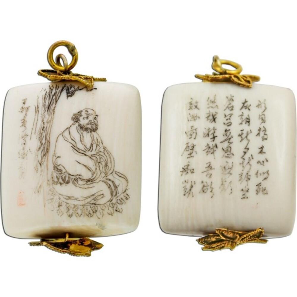 Antiker Elfenbein Anhänger Hand geschnitzter Shimenawa Baum Japanische Schriftzeichen um 1950 Vintage
