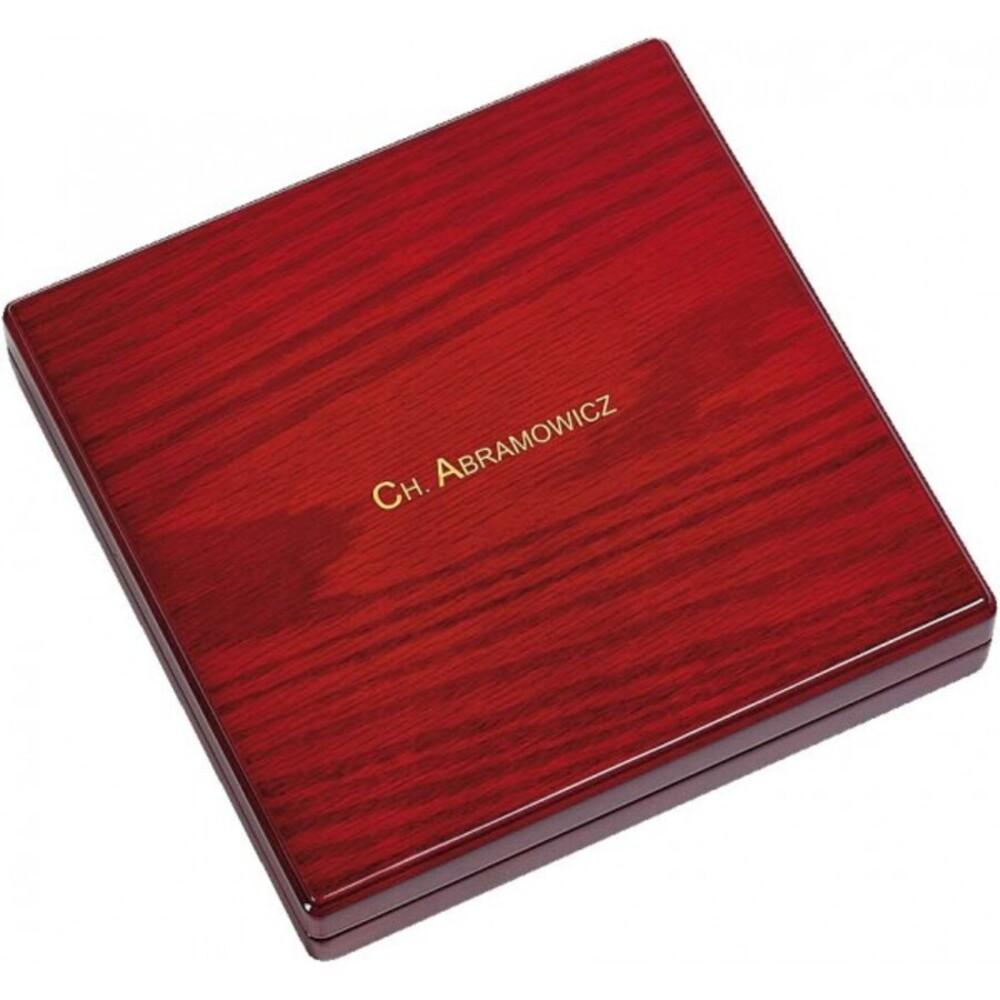Collieretui aus Holz mit Ledereinlage, LxBxH 203x203x38 mm. Erhältlich bei Abramowicz, dem Juwelier Ihres Vertrauens seit 1949, aus Stuttgart, Rotebühlstr. 155